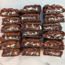 So many gluten-free Oreo stuffed brownies!