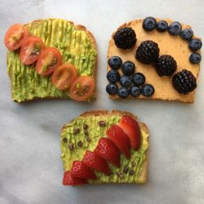Avocado and Cashew Cheese Toasts