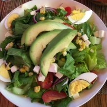 Gluten-free salad with avocado from Campeon