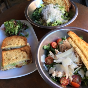 Gluten-free salads and sandwiches from Comoncy