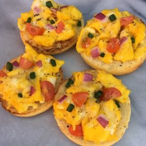 English Muffin Breakfast Pizzas with veggies