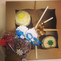 Gluten free cupcakes and cake pops from The Little Cakes