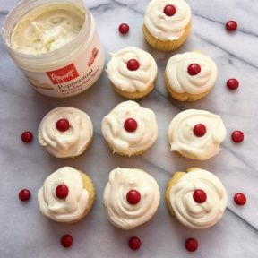 Gluten-free Vanilla Cupcakes with Peppermint White Chocolate Spread
