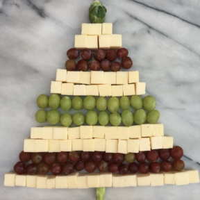 Cheese Christmas Tree made with grapes