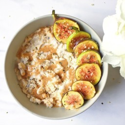 Overnight oats with figs and nut butter