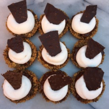 Gluten-free S'mores Cups with graham crackers