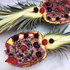 Smoothie in Pineapple Boats
