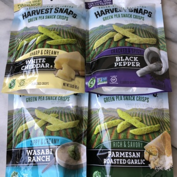 Green pea snacks crisps by Harvest Snaps