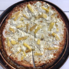 Gluten-free cauliflower crust pizza from Hanalei Bay Pizzeria