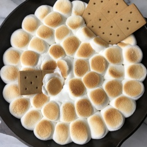 Delicious Peanut Butter Cup S'mores Skillet Dip