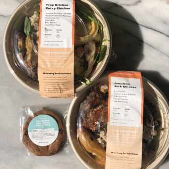 Gluten-free bowls and cookie by Everytable