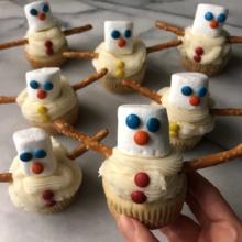 Gluten-free Snowman Cupcakes with mini M&M's