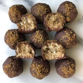 A dozen Gingerbread Truffles