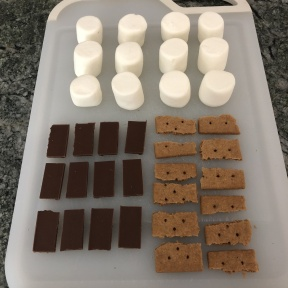 Toppings for gluten-free S'mores cupcakes