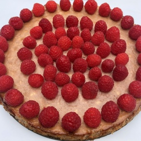 Gluten-free Raspberry Cheesecake with graham cracker