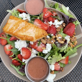 Gluten-free strawberry salad from Picazzos